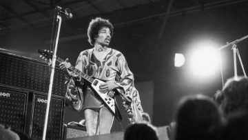 Dua Gitar Milik Jimi Hendrix Diproduksi Ulang Oleh Gibson
